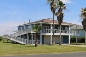 3195 Castle Dr. Sand Castle Subdivision, Crystal  Beach, TX 77650.   CALL FOR SHOWING. Reduced $240,000